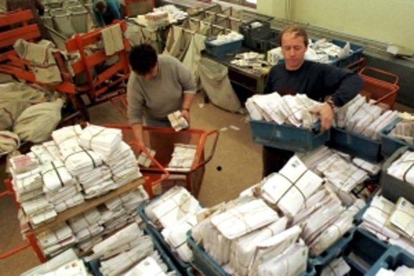 Úložňa má právo otvoriť bezadresné zásielky. Aby zistila adresátov.