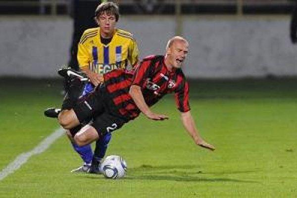 Krajské derby sa hralo v pravej futbalovej atmosfére.