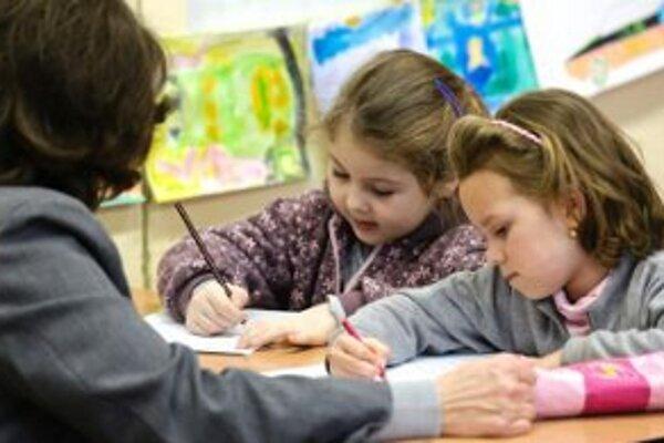 Riaditelia základných škôl vraj problémy s učiteľmi anglického jazyka nemajú.