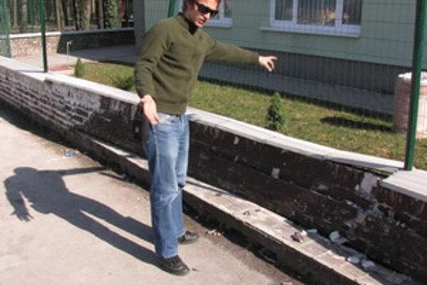 K nehode došlo ešte v marci. Oprava zničeného plotu vyšla na dvetisíc eur.