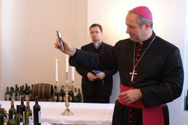 Víno má podľa trnavského arcibiskupa dar zušľachťovať svet.