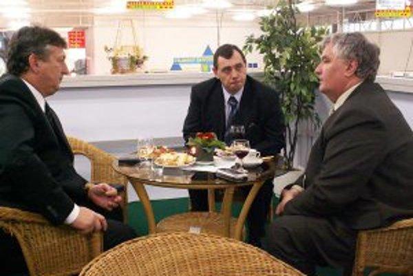Stanislav Chovanec (naľavo) je najlepšie plateným primátorom v kraji.Zarobí viac ako 4 tisíc eur.