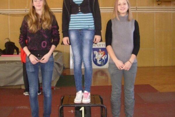 Zľava Bibiána Turzová, víťazka Kristína Danišová a Radana Plaštiaková.