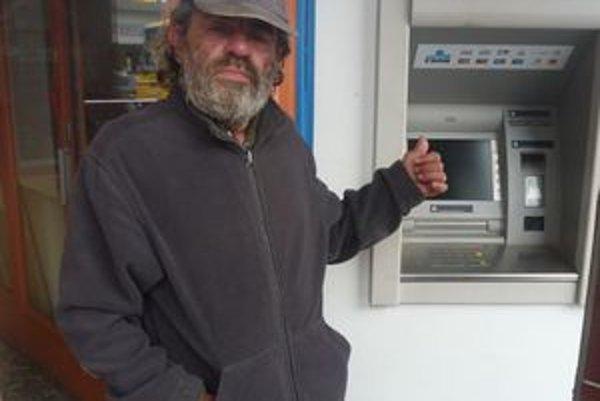 Bezdomovec Anton Bielka (64)prekazil zlodejom radosť.