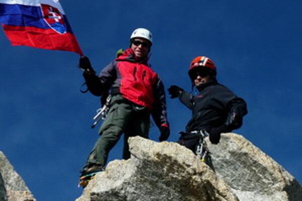 Michal s Feďom pózujú na vrchole Les Courtes v Savojských Alpách.