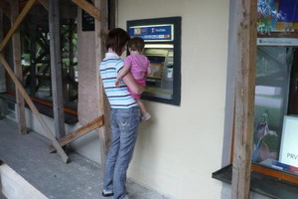 Bankomat v Chtelnici.