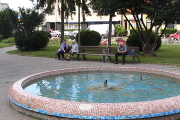 Vo fontáne sa zvyknú kúpať bezdomovci.