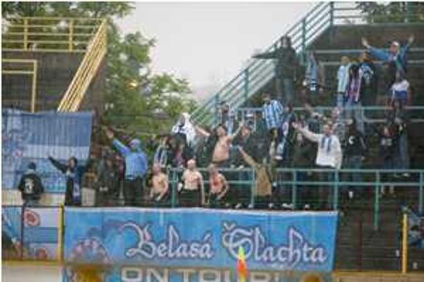 Polícia zadržala z hosťujúceho tábora piatich fanúšikov.