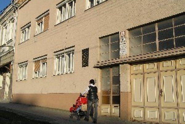 Útulok sv. Anny sídli v budove Farského úradu v centre Hlohovca.