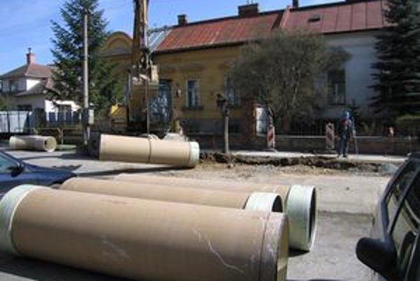 V rámci projektu ISPA sa kanalizácia vybudovala v Piešťanoch i blízkom okolí