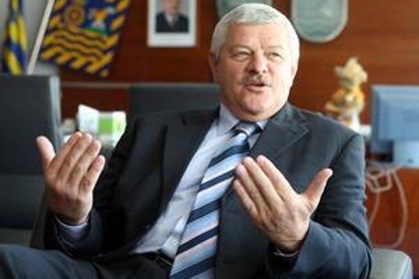Župan Tibor Mikuš si vyzdvihol cenu priamo v Bruseli.