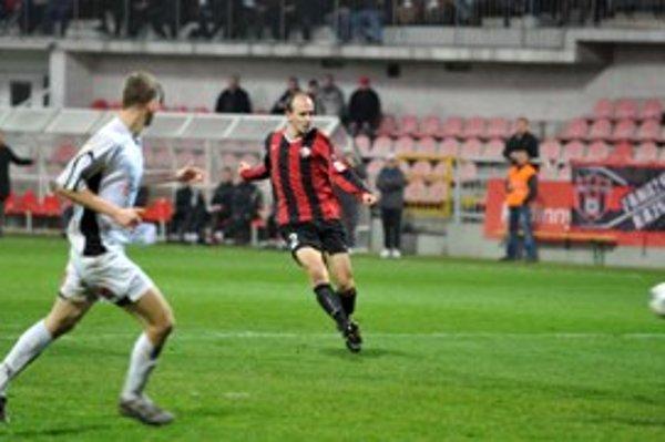 Peter Jakubička strieľa prvý gól Spartaka vo víťaznom dueli proti Ružomberku.