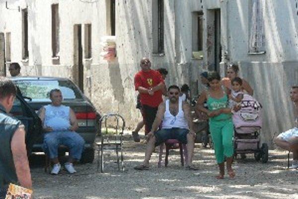 Rómovia bez nájomných zmlúv už opustili bytovku na Coburgovej ulici.