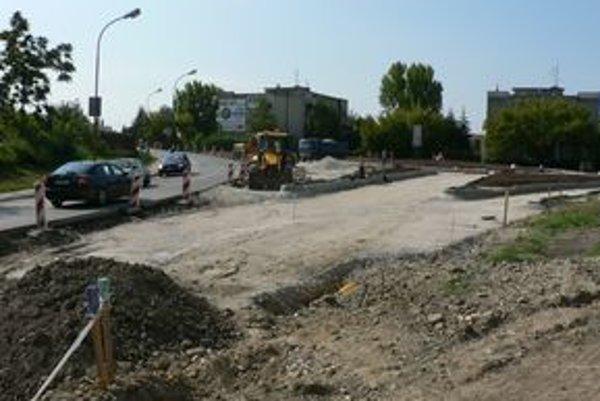 Výstavba okružnej križovatky na Nitrianskej ulici.