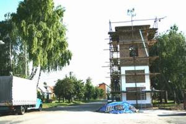 Nová zvonica v obci.