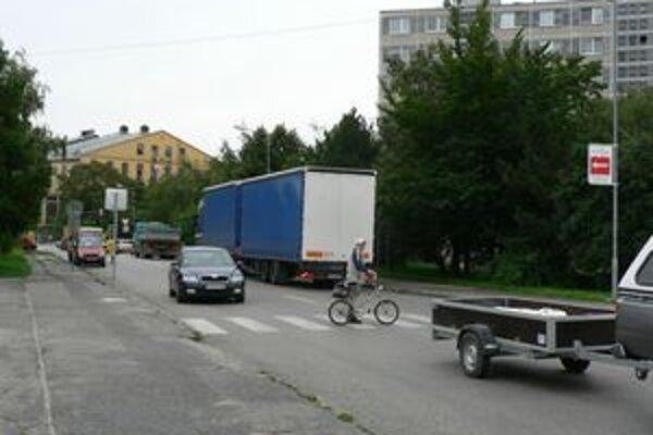 Na ulici Terézie Vansovej panuje rušná premávka.