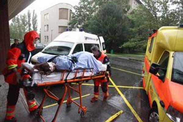 Zranených odvážali do niekoľkých nemocníc.