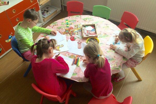Zastupiteľstvo ešte v júni rozhodlo o zvýšení školného v materských školách z 8,50 na dvadsať eur mesačne.
