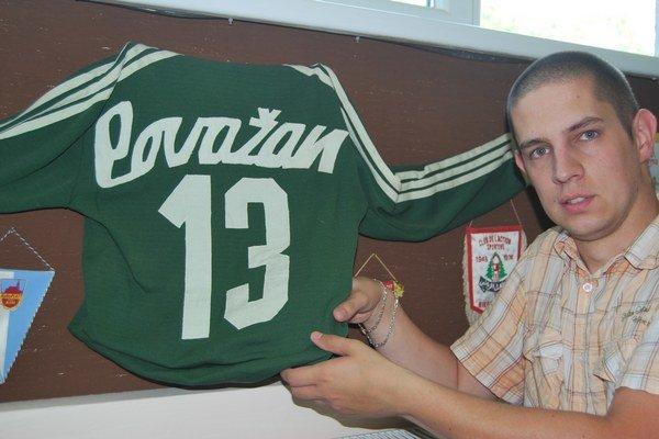 Martin Kolesár pri tridsaťročnom drese Igora Macúcha.