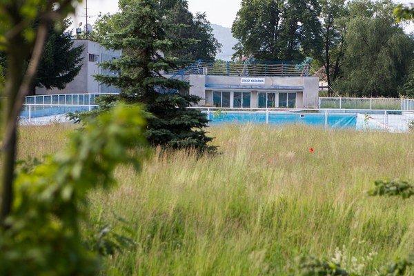 V Nemšovej bude aj tento rok kúpalisko zatvorené.