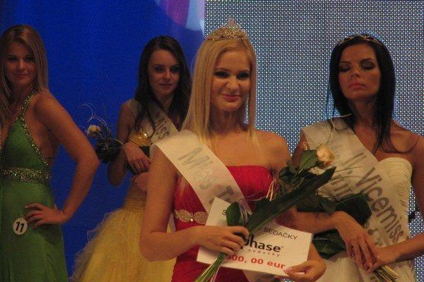 Ivona Ďuračková tesne po získaní titulu Miss Trenčín 2013.