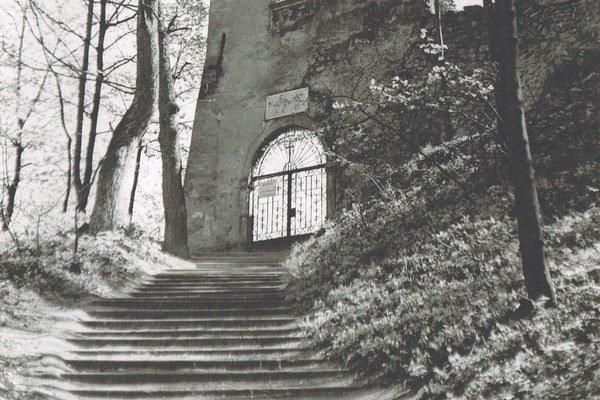 "Do areálu kedysi viedli ""konské"" schody."