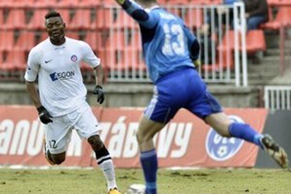 Trenčiansky útočník Adi Fanendo zápas v Banskej Bystrici pre červenú kartu nedohral.