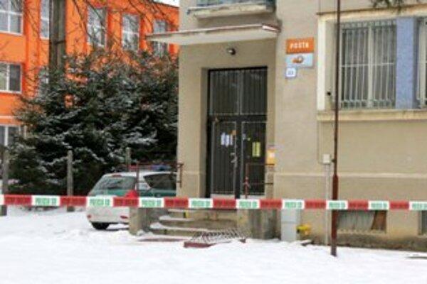 Poštu v Bzinciach pod Javorinou prepadol ozbrojený muž