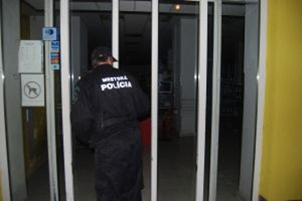 Neznámy páchateľ vykradol obchod s potravinami na Štefánikovej ulici