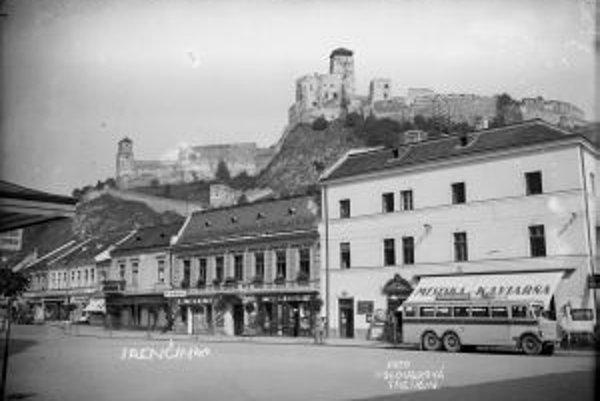 Mierové námestie Záber z roku 1930.