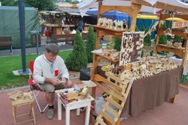 Rezbár Milan Pokojný sa snaží o návrat drevených hračiek do detských rúk.