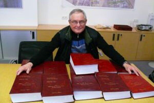 Jozef Čery píše kroniku Trenčína od roku 1972