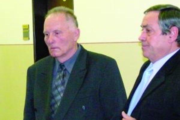 Podľa obhajcu Jána Kanabu (vpravo) nebol Kamil Jurkovič lekárom, ale liečiteľom.