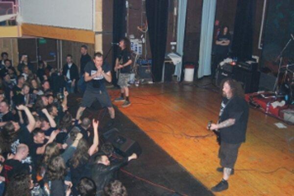 Britská legenda Napalm Death rozpútala v Trenčíne hudobný ošiaľ.