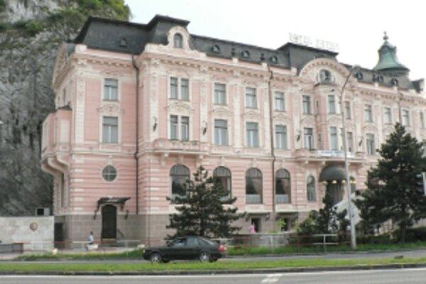 Hotel začali rekonštruovať pred rokom, dokončený by mal byť začiatkom leta.