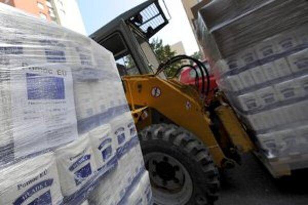 Potravinová pomoc dorazila aj do Trenčína. Múku a cukor budú rozdávať v areáli mestského hospodárstva.