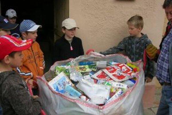 Základná škola v Opatovej sa dlhodobo venuje odpadom