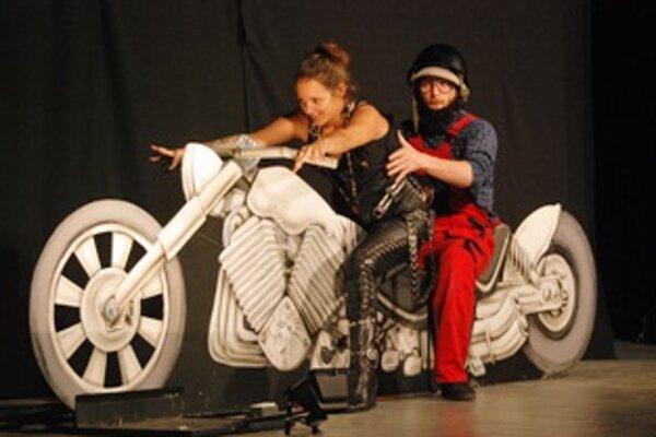 V divadelnom predstavení Jack a Joe nechýbali americké motorky.