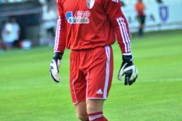 Peter Solnička kombinuje prácu s futbalom.
