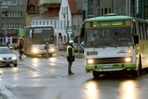 Policajti v kraji skontrolovali až 750 vodičov autobusov.