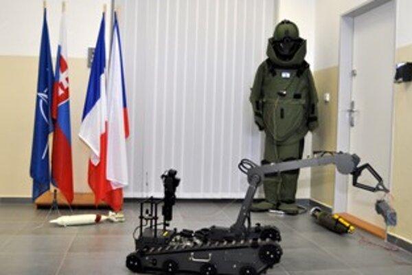 Špeciálne pyrotechnické centrum zamerané na zneškodňovanie výbušnín pre NATO pôsobí v Trenčíne.