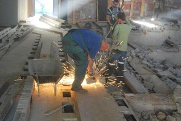 Budova bývalého kina Považan sa bude rekonštruovať do konca novembra 2011.