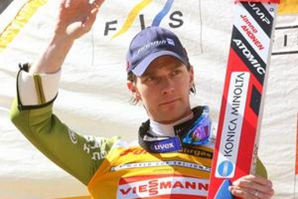 Fínsky skokan na lyžiach Janne Ahonen.
