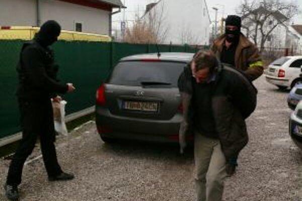 Zadržaný muž je podozrivý z piatich lúpežných prepadnutí.