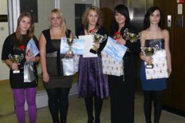 Víťazky POP STAR 2010: zľava Michaela Chovancová, Zuzana Feketeová, Ľudmila Adamčíková, Lucia Briestenská, Klára Mockovčiaková.