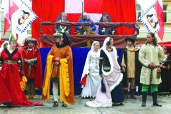 Skupina Wagus sa v tomto roku pustila do štúdia a trénovania starých tancov. Prvé previedla na Trenčianskych historických slávnostiach.
