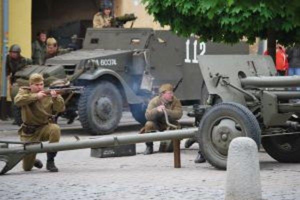 Sovietski vojaci na námestí po 65 rokoch