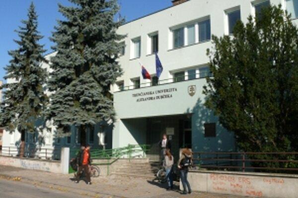 Škandál na univerzite sa prevalil v polovici októbra.