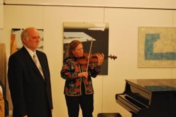 Akademický maliar Ján Mikuška a svetoznáma huslistka Jela Špitková počas Návratov
