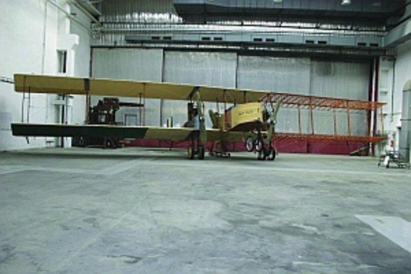 Celé lietadlo vyrobili v Leteckých opravovniach v Trenčíne.